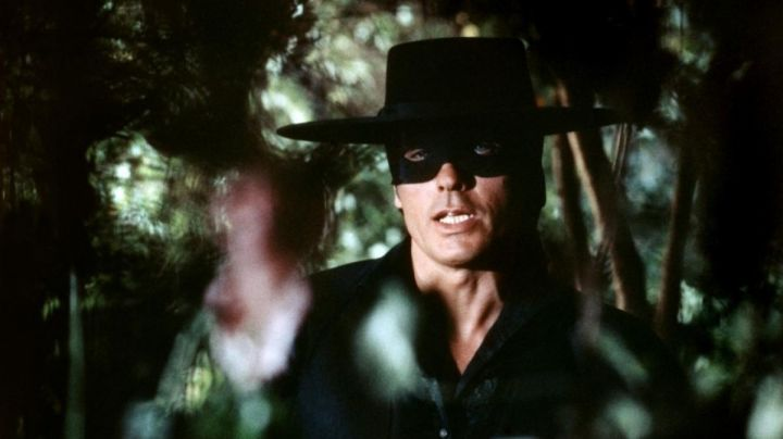 The black hat of Zorro (Alain Delon) in Zorro - Movie Outfits and Products