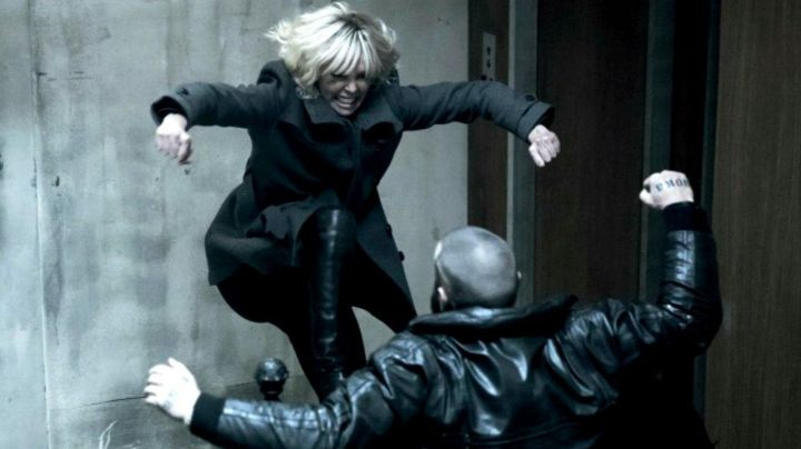 Fashion Trends 2021: The black leather boots of Lorraine Broughton (Charlize Theron) in Atomic Blonde