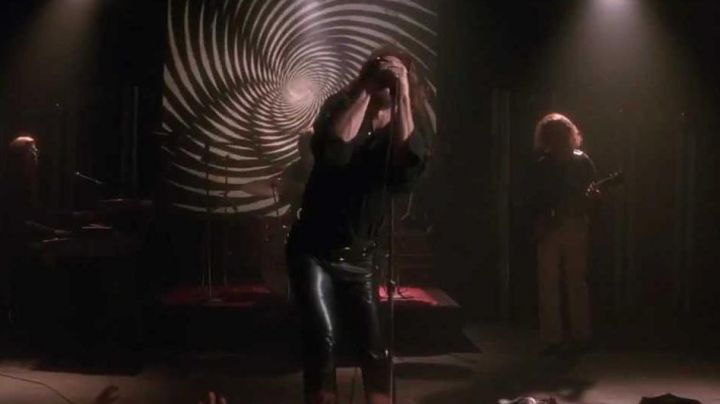 The black leather pants Jim Morrison (Val Kilmer) in the movie the Doors - Movie Outfits and Products