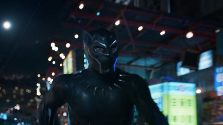 Fashion Trends 2021: The black mask of the Black Panther T Challa (Chadwick Boseman) in a Black Panther