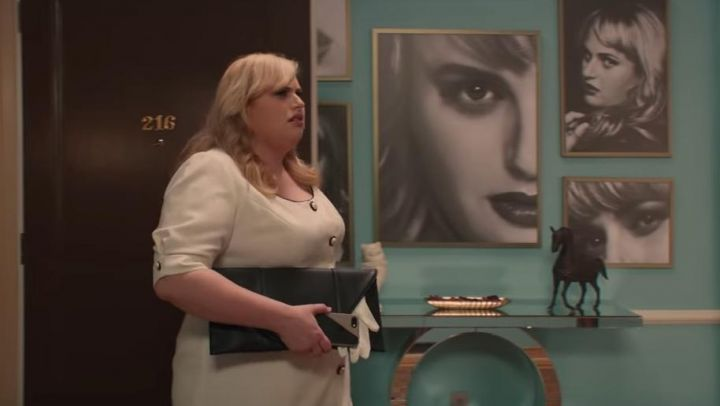 The black pouch of Natalie (Rebel Wilson) in Isn t It Romantic movie