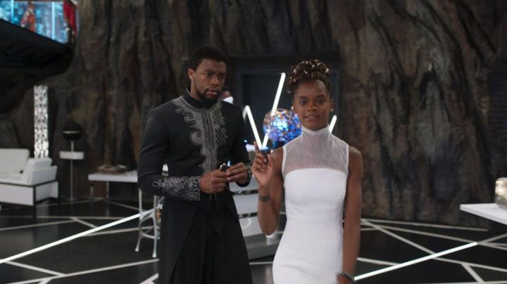 The black robe You Challa (Chadwick Boseman) in a Black Panther Movie