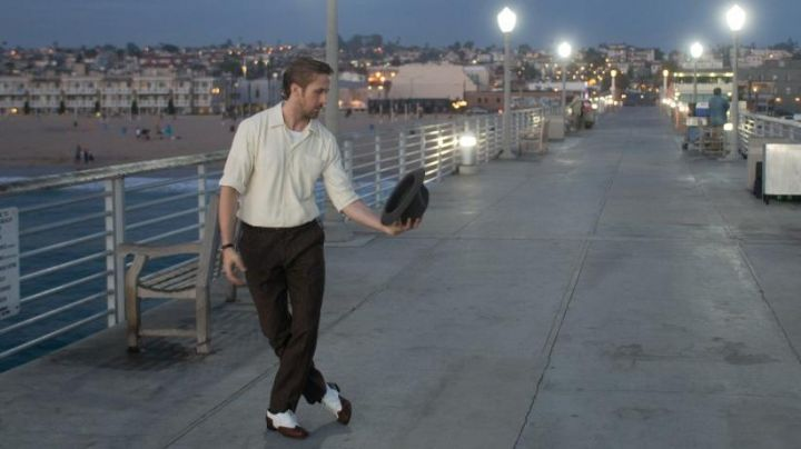 The black shoes and white Sebastian (Ryan Gosling) in the The Land - Movie Outfits and Products
