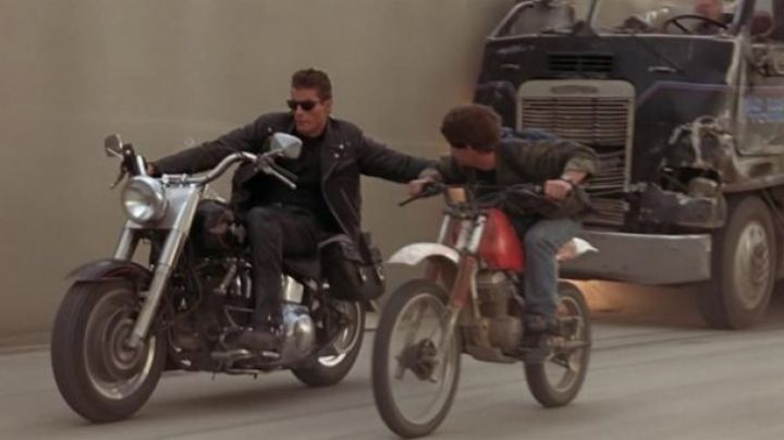 The black shoes of John Connor in Terminator 2 - Movie Outfits and Products