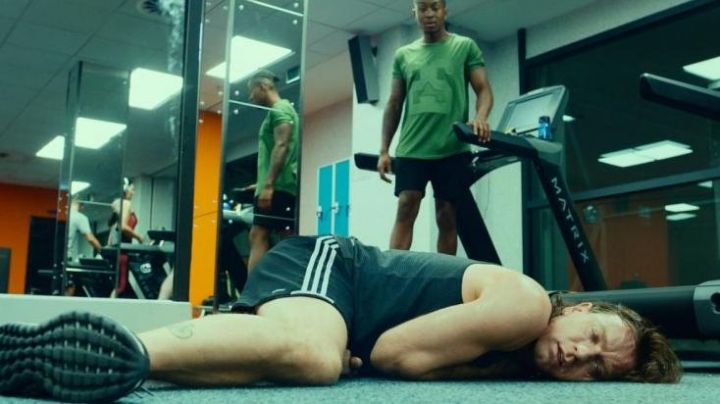 The black shorts Adidas Mark Renton / Rent Boy (Ewan McGregor) in Q2 Trainspotting - Movie Outfits and Products