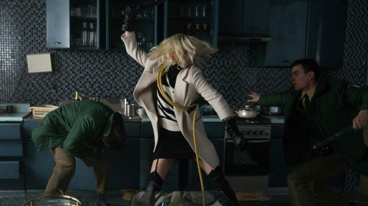 Fashion Trends 2021: The black sweater and white Lorraine Broughton (Charlize Theron) in Atomic Blonde