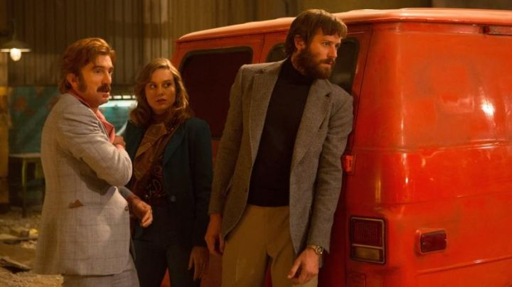 The black sweater turtleneck Dsb (Armie Hammer) in Free Fire - Movie Outfits and Products