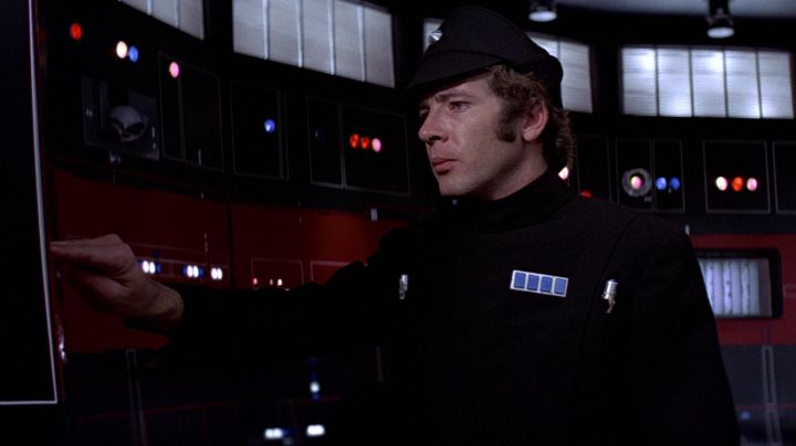 The black uniforms of official imperial Pol Treidum (Peter Sumner) in Star Wars : A New Hope - Movie Outfits and Products