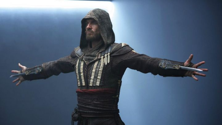 The blade secret of Callum Lynch / Aguilar de Nehra (Michael Fassbender) in Assassin's Creed - Movie Outfits and Products