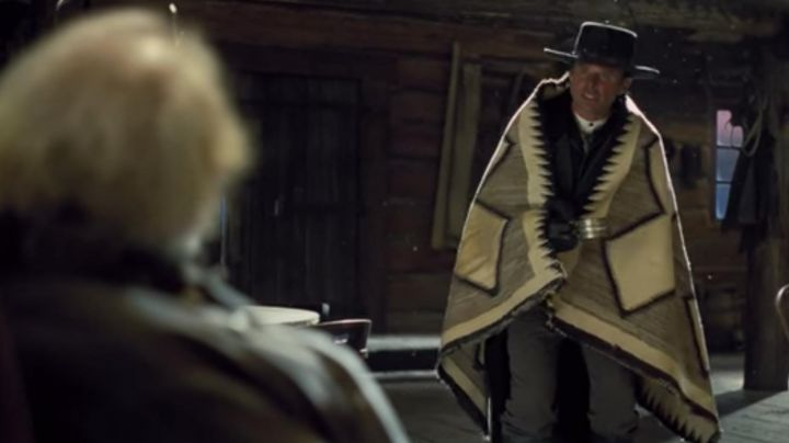 The blanket Pendleton Sheriff Chris Mannix (Walton Goggins) in The 8 guys / The Hateful Eight - Movie Outfits and Products