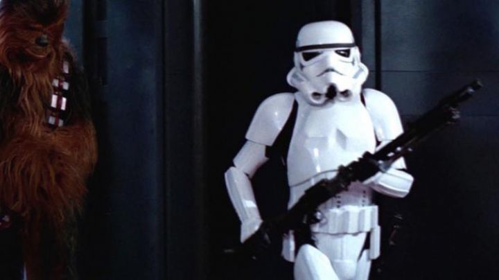 The blaster DLT-19 Stormtrooper in Star wars - Movie Outfits and Products