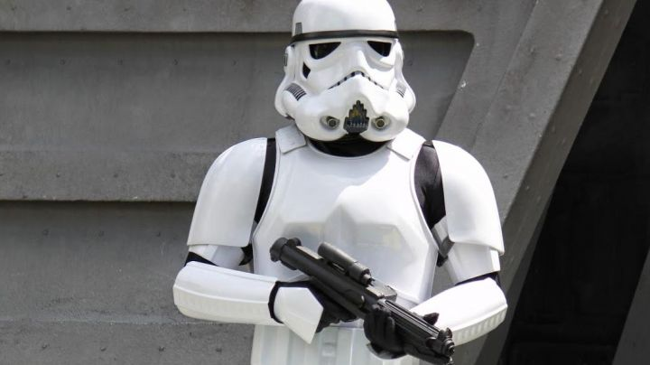 The blaster E11 of Stormtroopers in Star wars - Movie Outfits and Products