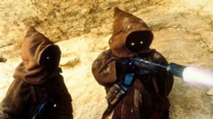 The blaster Ion Jawa in Star Wars IV : A new hope - Movie Outfits and Products