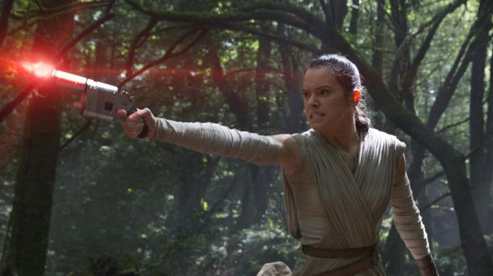 The blaster of Rey (Daisy Ridley in Star Wars VII : The awakening of the force - Movie Outfits and Products