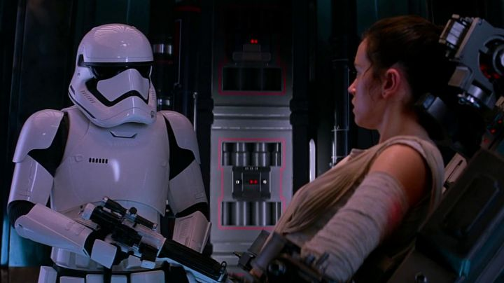 The blaster of a Stormtrooper in Star Wars VII : The awakening of the force - Movie Outfits and Products