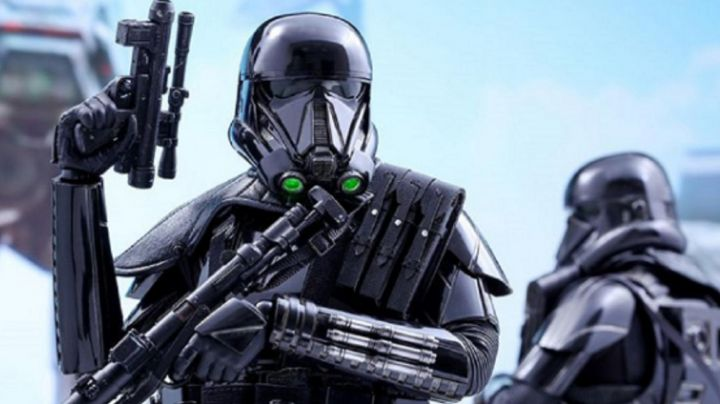 The blaster of the Death Trooper in Rogue One : A Star Wars Story - Movie Outfits and Products
