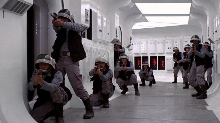 The blaster of the rebel army in Star Wars IV : A new hope - Movie Outfits and Products