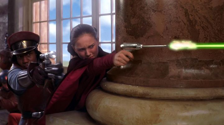The blaster to Padmé Amidala (Natalie Portman) in Star Wars I : The phantom menace - Movie Outfits and Products