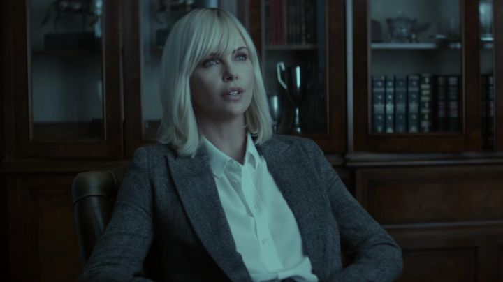 Fashion Trends 2021: The blazer grey Lorraine Wallace (Charlize Theron) in Atomic Blonde