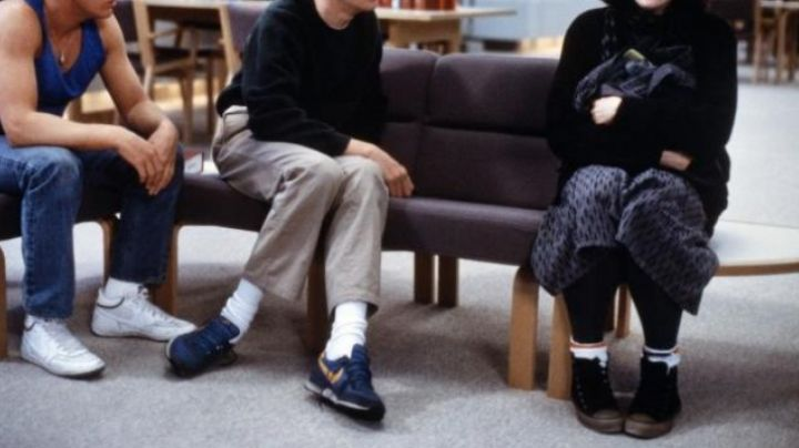 The blue Shoes of Brian Johnson in Breakfast Club - Movie Outfits and Products
