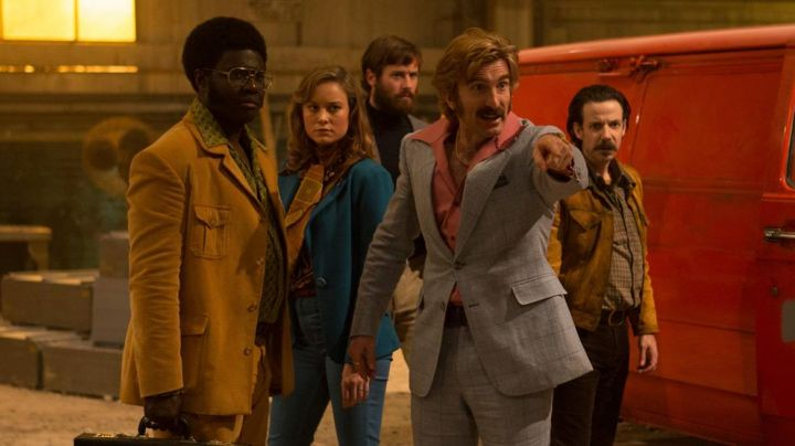 The blue blazer of Justine (Brie Larson) in Free Fire
