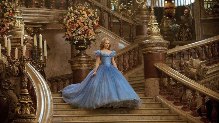 The blue dress of Cinderella (Lily James) in Cinderella - Movie Outfits and Products