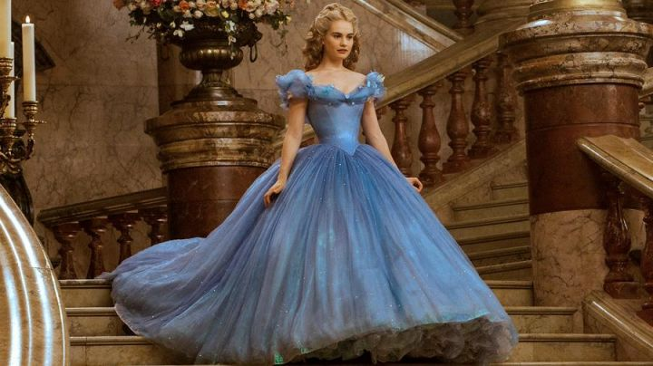 Fashion Trends 2021: The blue dress of Cinderella (Lily James) in the movie Cinderella