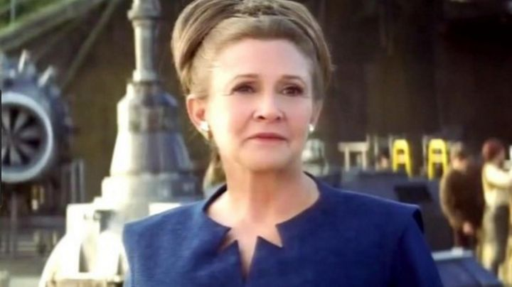 The blue dress of Princess Leia (Carrie fisher) in Star Wars VII : the awakening of the force - Movie Outfits and Products