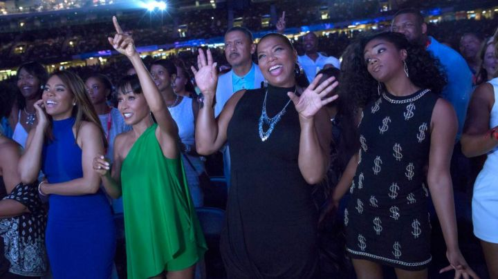 The blue dress of Ryan Pierce (Regina Hall) in Girls trip - Movie Outfits and Products