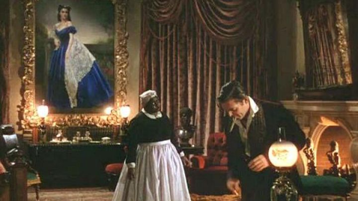 The blue dress of Scarlett O'hara (Vivien Leigh) on his portrait painting in gone with the wind - Movie Outfits and Products