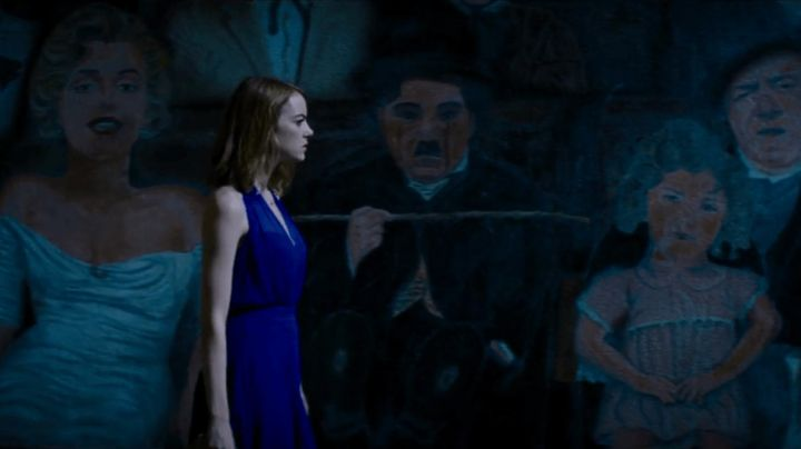 Fashion Trends 2021: The blue dress summer Mia (Emma Stone) in the The Land