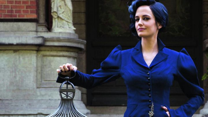 The blue outfit of Miss Alma Peregrine (Eva Green) in Miss Peregrine and the children in particular Movie