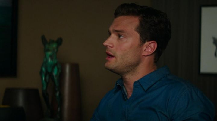 The blue shirt of Christian Grey (Jamie Dornan) in Fifty shades lighter - Movie Outfits and Products