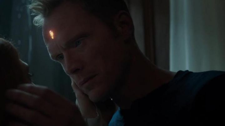 The blue sweater Vision (Paul Bettany) in Avengers : Infinity War - Movie Outfits and Products