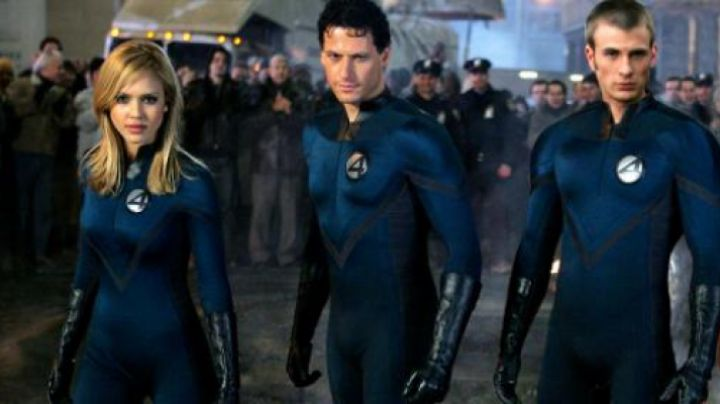 The blue uniform of Susan Storm / The invisible Woman (Jessica Alba) in The Fantastic 4 - Movie Outfits and Products