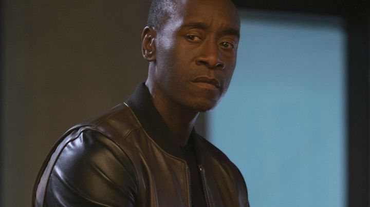 Fashion Trends 2021: The bomber Todd Snyder James Rhodes (Don Cheadle) in Captain America : Civil War