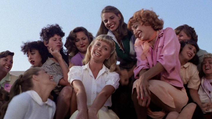 The bomber jacket bomber pink of the Pink Ladies Frenchie (Didi Conn) in Grease