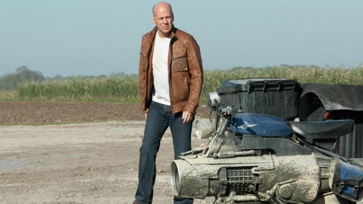 The bomber jacket, brown Joe (Bruce Willis) in Looper - Movie Outfits and Products