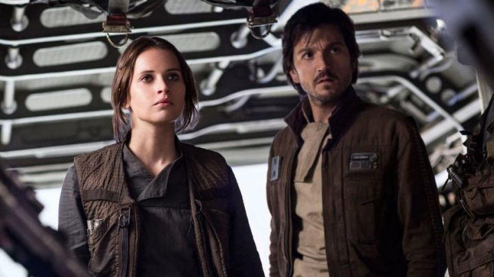 The bomber jacket brown of Cassian Andor (Diego Luna) in Rogue One : A Star Wars Story