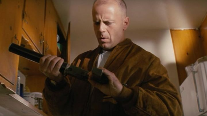 The bomber jacket brown suede of Butch Coolidge (Bruce Willis) in Pulp Fiction Movie