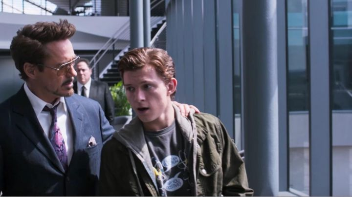 Fashion Trends 2021: The bomber jacket khaki Peter Parker (Tom Holland) in Spider-Man : Homecoming
