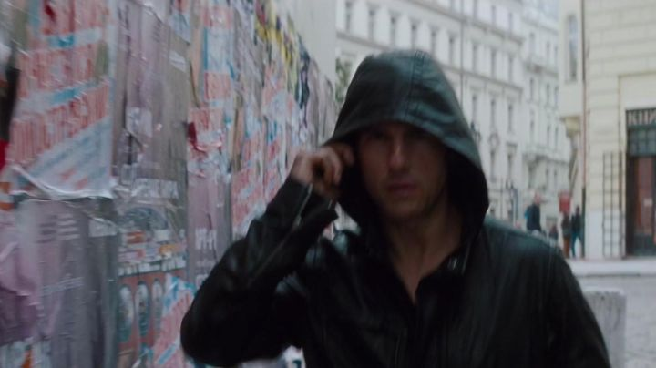 The bomber jacket with hood of Ethan Hunt (Tom Cruise) in Mission : Impossible - Protocol Ghost movie