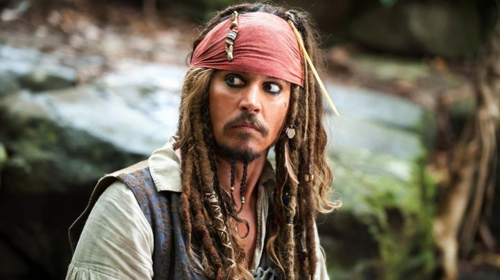 The bone needles in the hair of Jack Sparrow (Johnny Depp) in Pirates of the Caribbean - Movie Outfits and Products