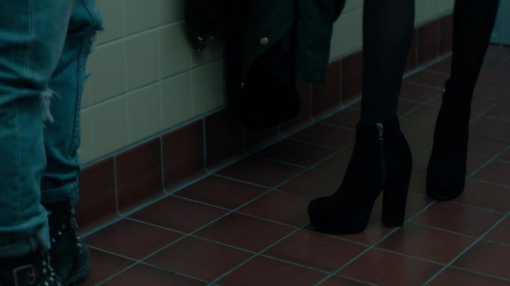 Fashion Trends 2021: The boots in velvet, Samantha Kingston (Zoey Deutch) in The last day of my life