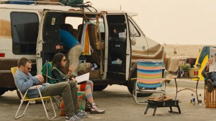 The boots metallic Dr. Martens Mallory (Aubrey Plaza) in How to Seduce A Friend Movie