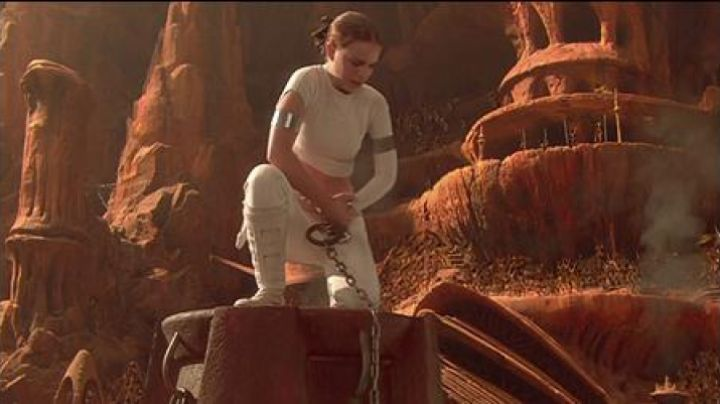 Fashion Trends 2021: The boots of Padme Amidala (Natalie Portman) in Star Wars II : attack of The clones