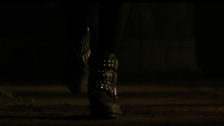 Fashion Trends 2021: The boots with nails of Samantha (Zoey Deutch) in The Last day of my life