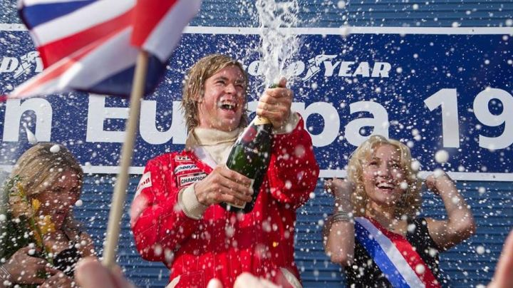 The bottle of Moët & Chandon open on the podium by James Hunt (Chris Hemsworth) in Rush movie