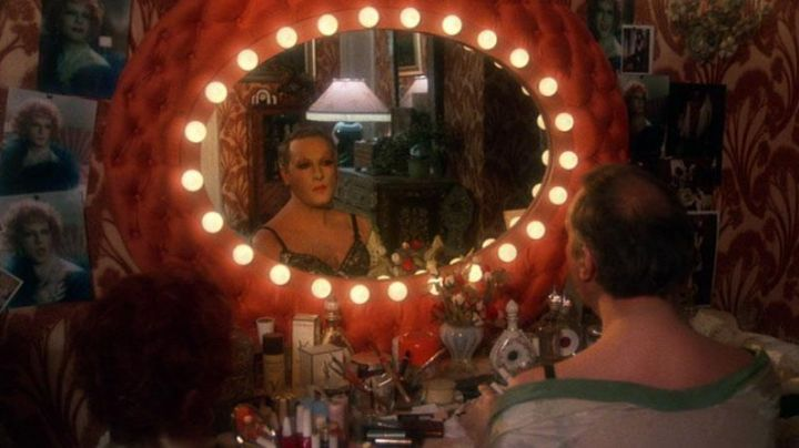 The bottles of Cologne Jicky by Guerlain to Zaza (Michel Serrault) of La Cage aux Folles - Movie Outfits and Products
