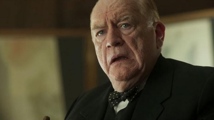 The bow tie with white polka dots of Winston Churchill (Brian Cox) in Churchill - Movie Outfits and Products